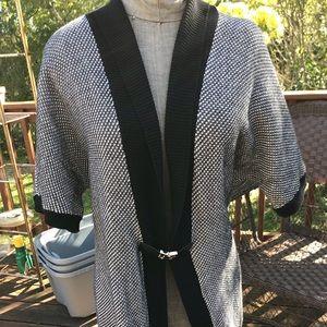 Calvin Klein Women's short sleeve clasp sweater-L